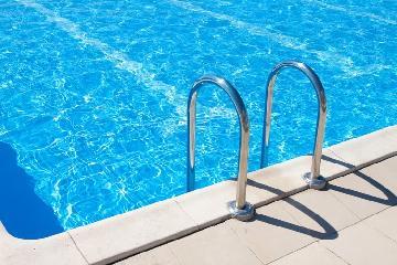 Chlorine free pool maintenance
