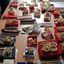 Bank robber on bail arrested for stealing gold from jewellery shop