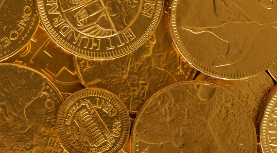 Gold price takes heart from weaker dollar, Greece wrangling